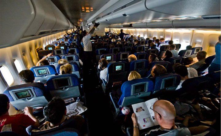 пасажири на борту літака