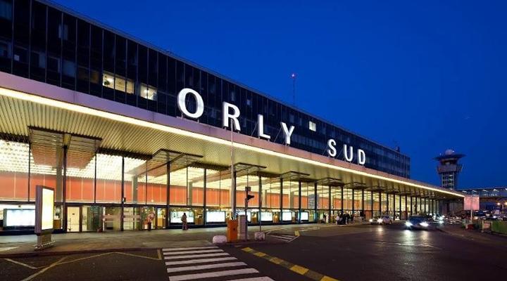 паризьким аеропорт «Орлі»