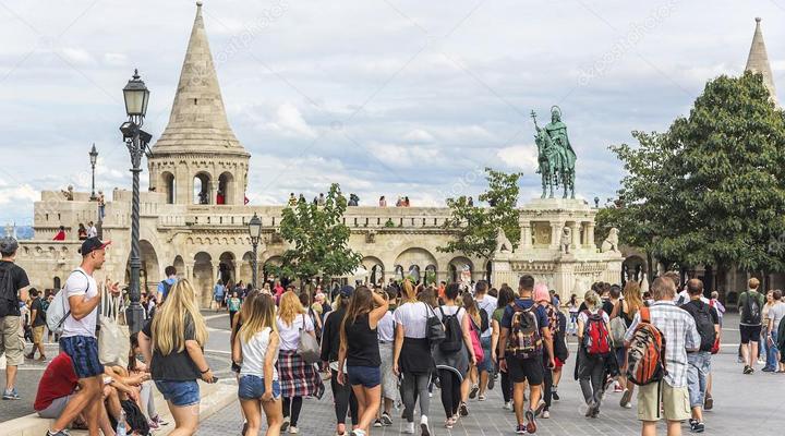 туристы в Будапеште