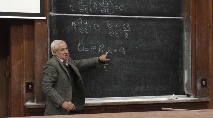 ученый физик на лекции