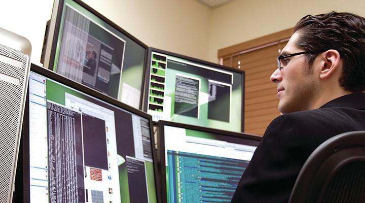 кваліфіковані фахівці в сфері IT-технологій