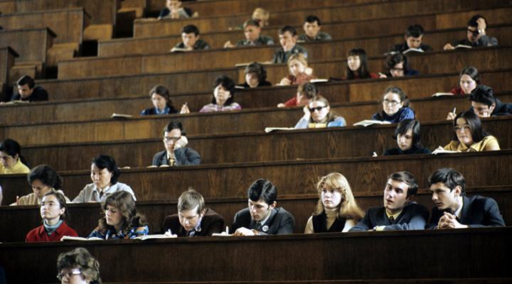 отток студентов в университетах