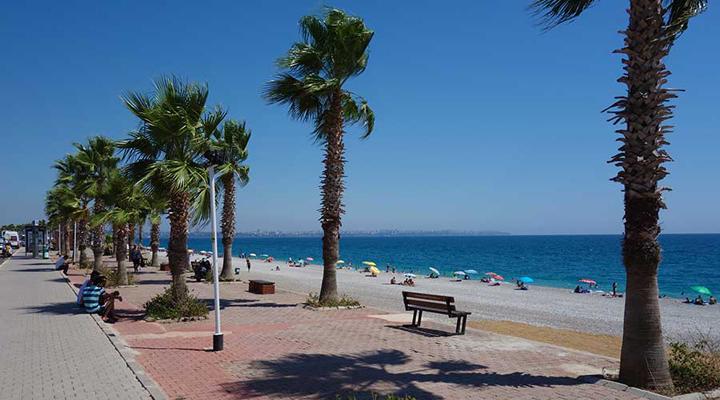 парк на знаменитом пляже Коньяалты в Антальи