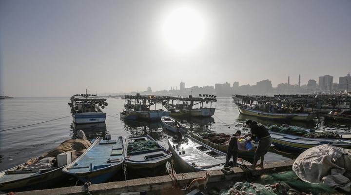 палаючі повітряні кулі в секторі Газа загроза для рибалок