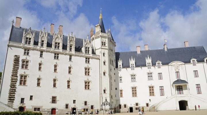 кража реликвария королевы Франции