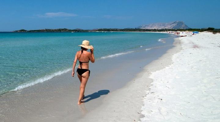 туристи крадуть пісок з Італійських пляжів