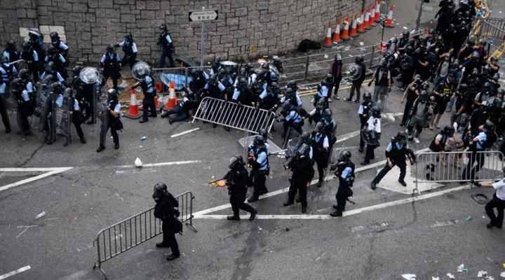 разгон демонстрантов в Гонкоге