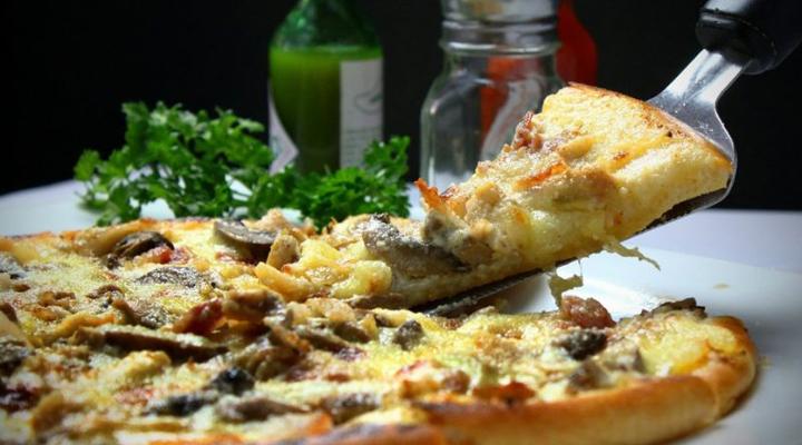 скандал в парижской пиццерии