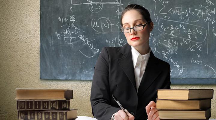 жінка-викладач в університеті