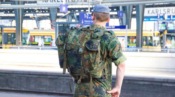безкоштовний проїзд в поїздах для військових Німеччини
