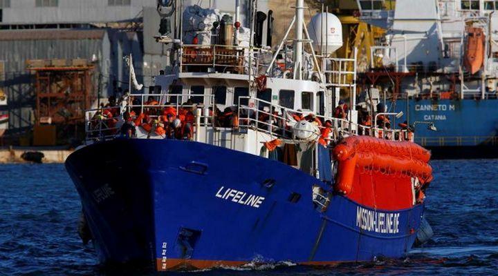 мигранты у берегов Италии