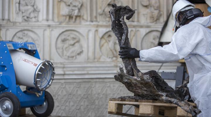 процесс реставрации собора Нотр-Дам приостановлен