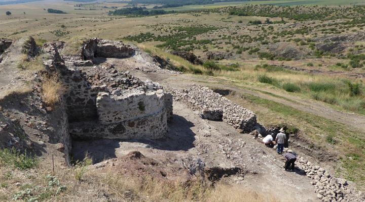 раскопки в средневековой крепости Русокастро