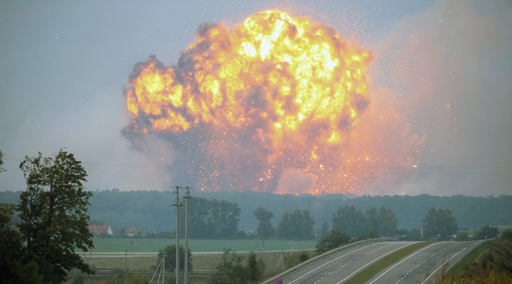 серия взрывов на складе боеприпасов в Сибири