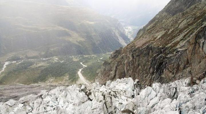 эксперты предупредили, что часть ледника может обрушиться
