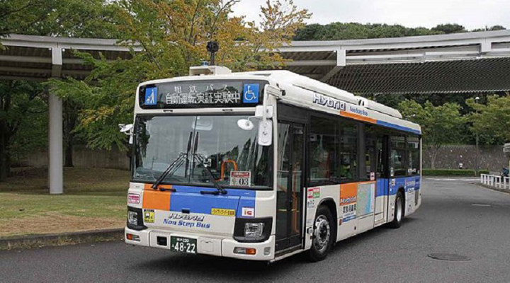 испытания беспилотного автобуса в Японии