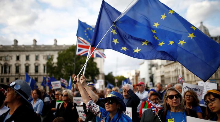 кількість громадян, які виступають за вихід Британії зі складу ЄС, неухильно скорочується