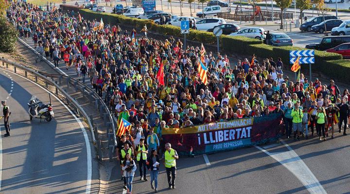 массовые демонстрации в Испании привели к большим убыткам для туристического сектора