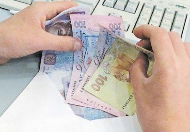 мільйони українців отримують зарплату в конвертах