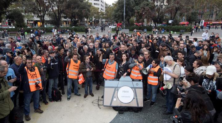 на журналистов нападали как сепаратисты, так и полиция