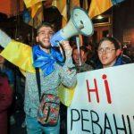 «Не здаватися». Українці протестують проти рішення Зеленського щодо Донбасу