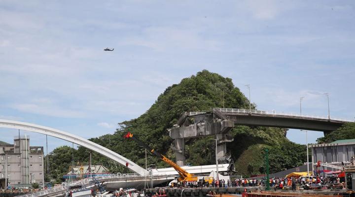 обрушился мост на востоке Тайваня