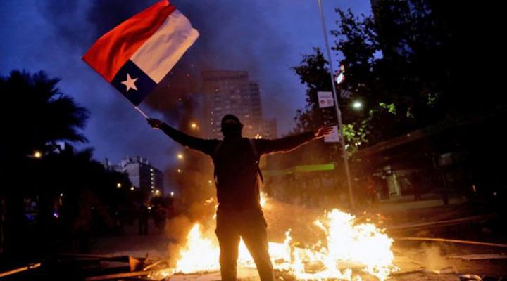 близько 10000 чоловік зібралися в центрі Сантьяго