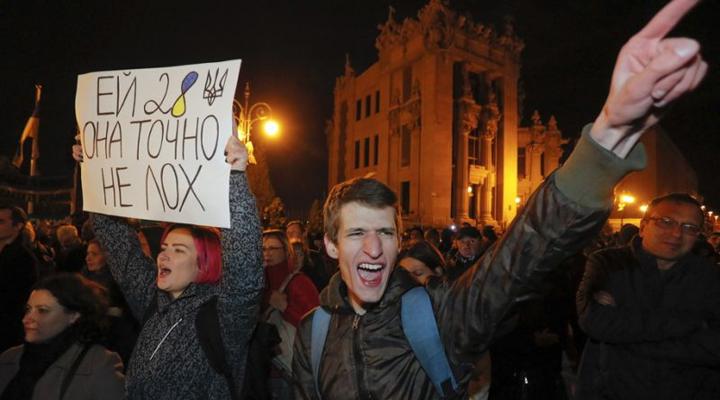 протести проти виведення військ з Донбасу