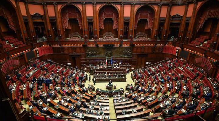 скорочення кількості парламентаріїв в Італії