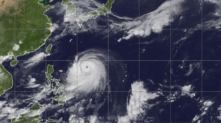 Япония готовится к еще двум мощным тайфунам