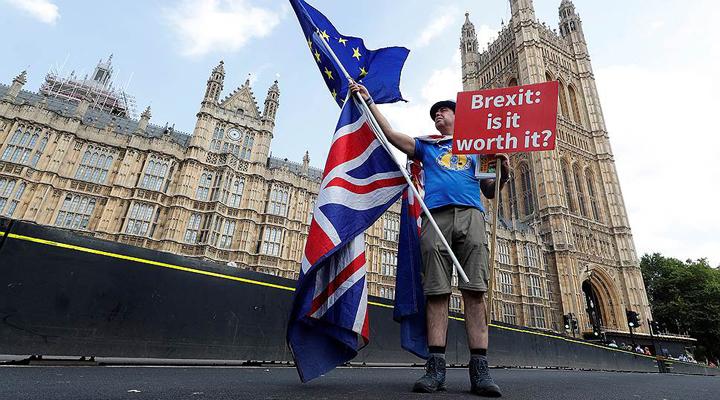 тривалий Брексіт викликав психоз у британця