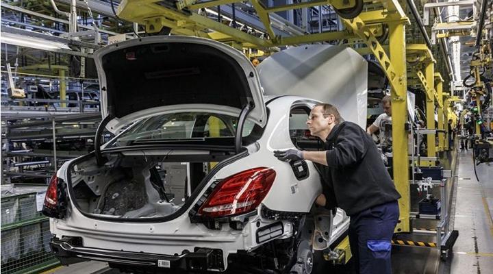 завод з виробництва електромобілів скоротить кількість робочих місць