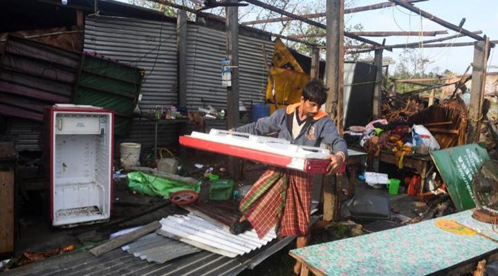Бангладеш попал под удар мощного циклона «Бюльбюль»