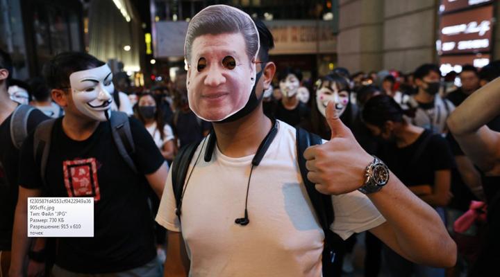 многие демонстранты на Хэллоуин пришли в масках