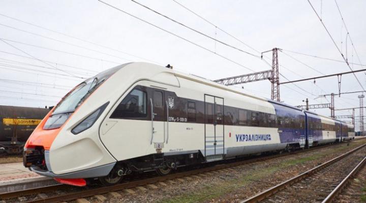 поезд нового типа из Киева в «Борисполь»