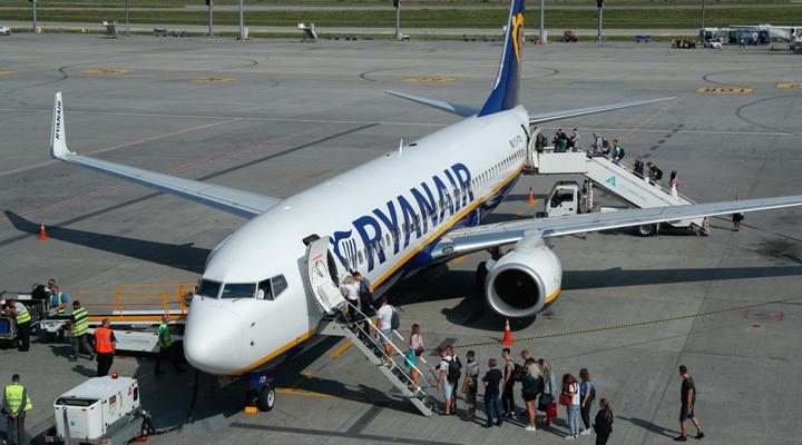 правила перевозки ручной клади в самолетах ирландского лоукостера Ryanair признали незаконными