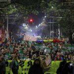 Тысячи румын протестуют против незаконной вырубки леса