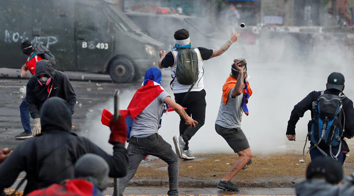 розгін демонстрантів поліцією
