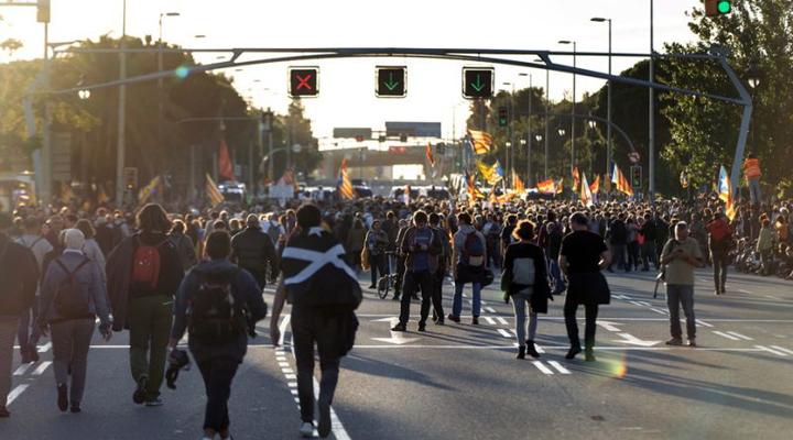 сотні сепаратистів протестували під час візиту короля