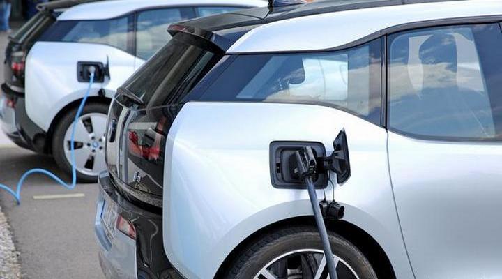станции для зарядки электромобилей в Германии