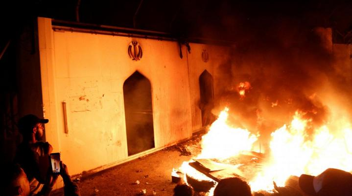 Иракские протестующие подожгли консульство Ирана