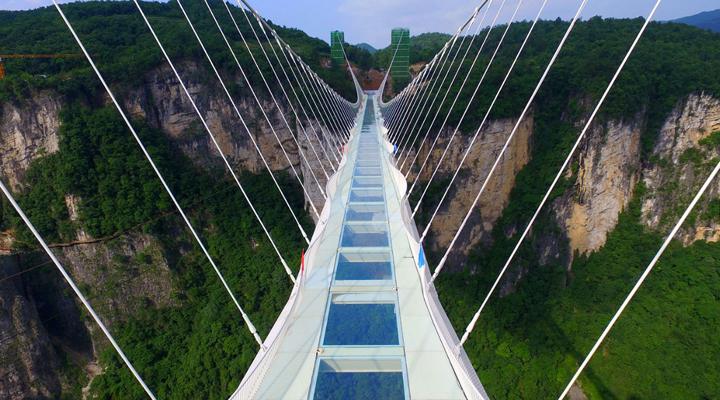власти решили пока закрыть стеклянные мосты на севере Китая
