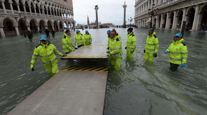 вода знову затопила Венецію