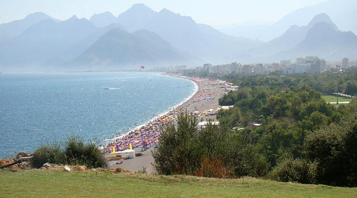знаменитый антильский пляж Коньяалти может быть уничтожен из-за деятельности человека