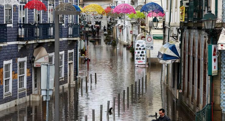 Сильные штормы и ветра в Португалии