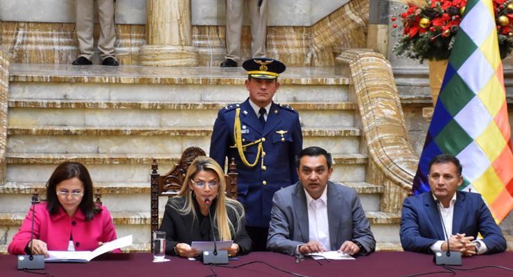 Боливия высылает посла Мексики