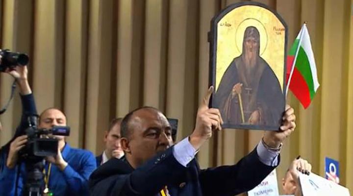 болгарский журналист попытался подарить икону президенту России Владимиру Путину
