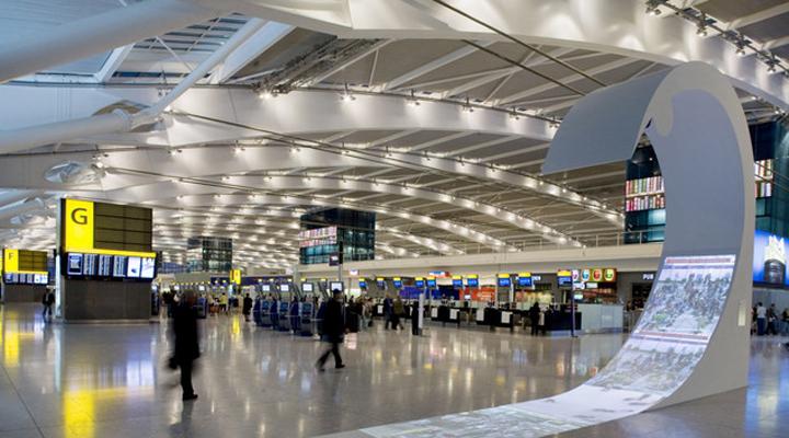 лондонский аэропорт «Хитроу» на сегодняшний день является лидером в Европе по пассажиропотоку