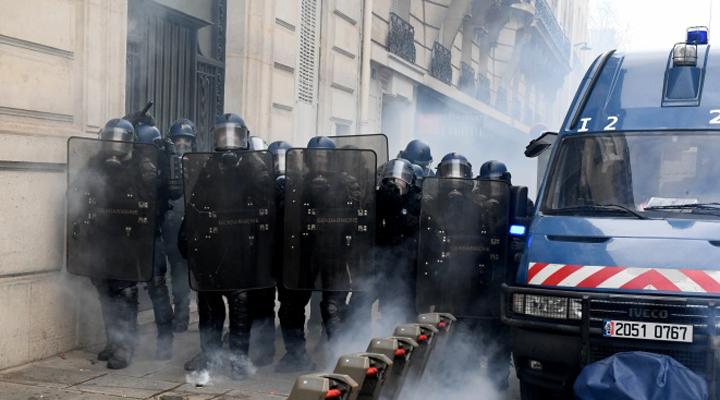 на 5 декабря запланировано более 150 акций протеста по всей Франции