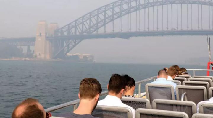 Сидней окутан густым дымом